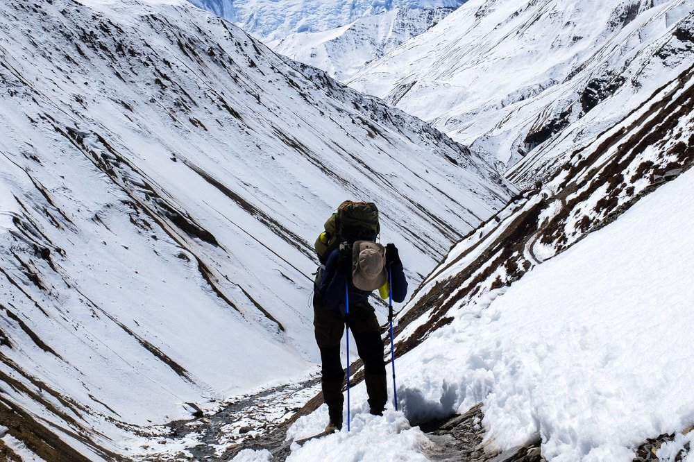 Steep trail to Thorung Pedi