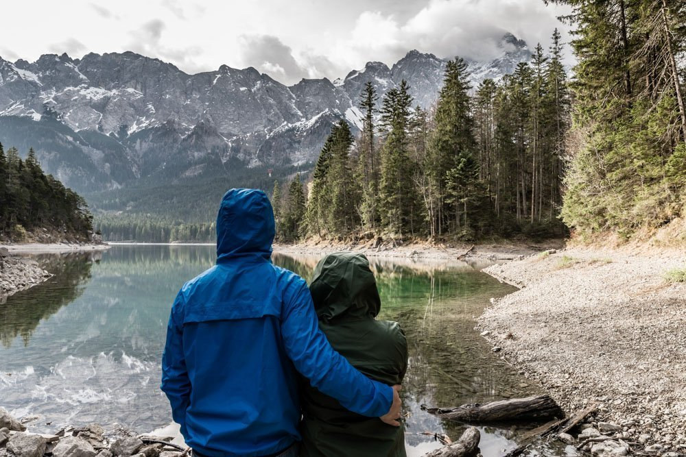 Couple traveling - Travel checklist