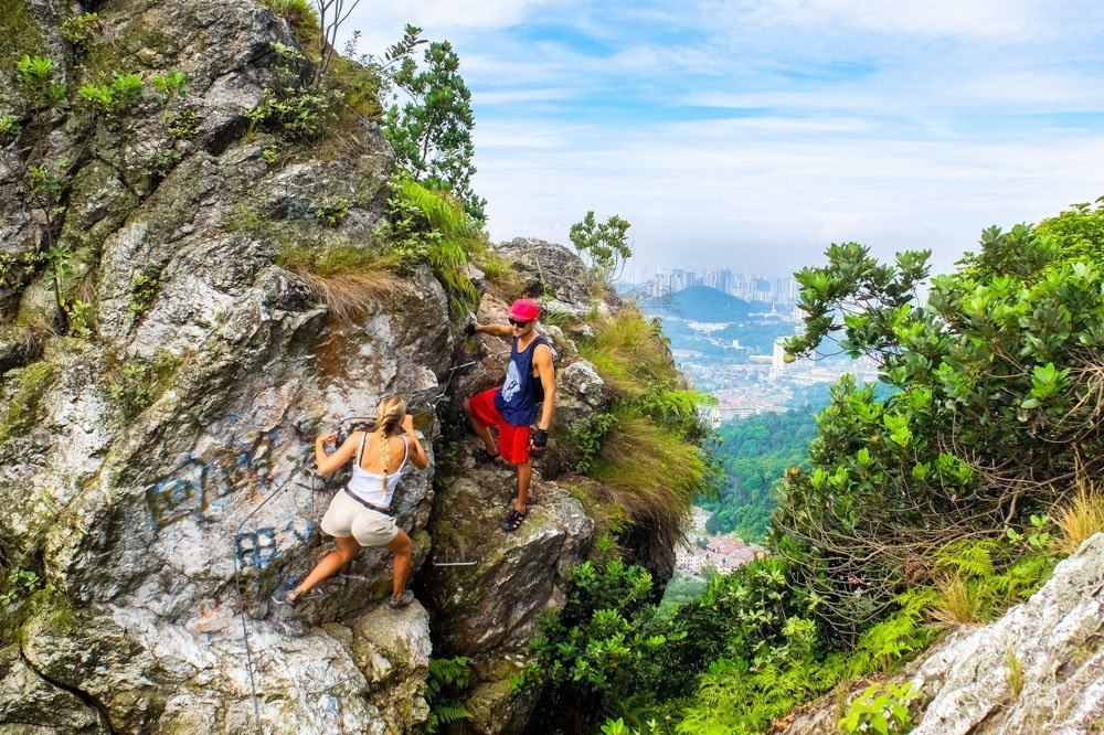 Hiking Bukit Tabur trail