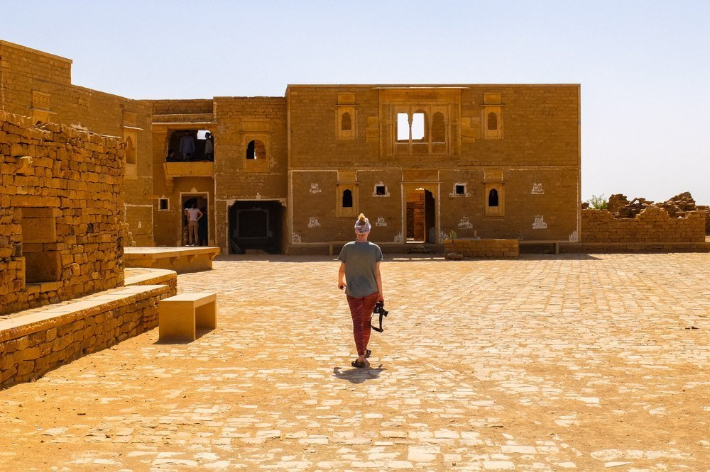 Abandoned building in the desert in India