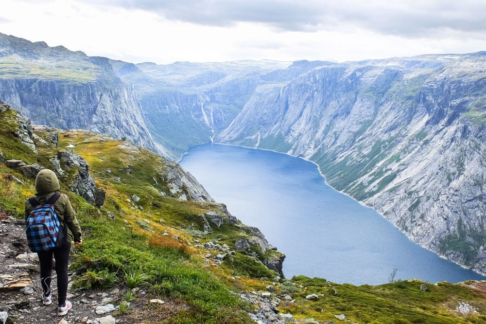 Una hiking Trolltunga hike