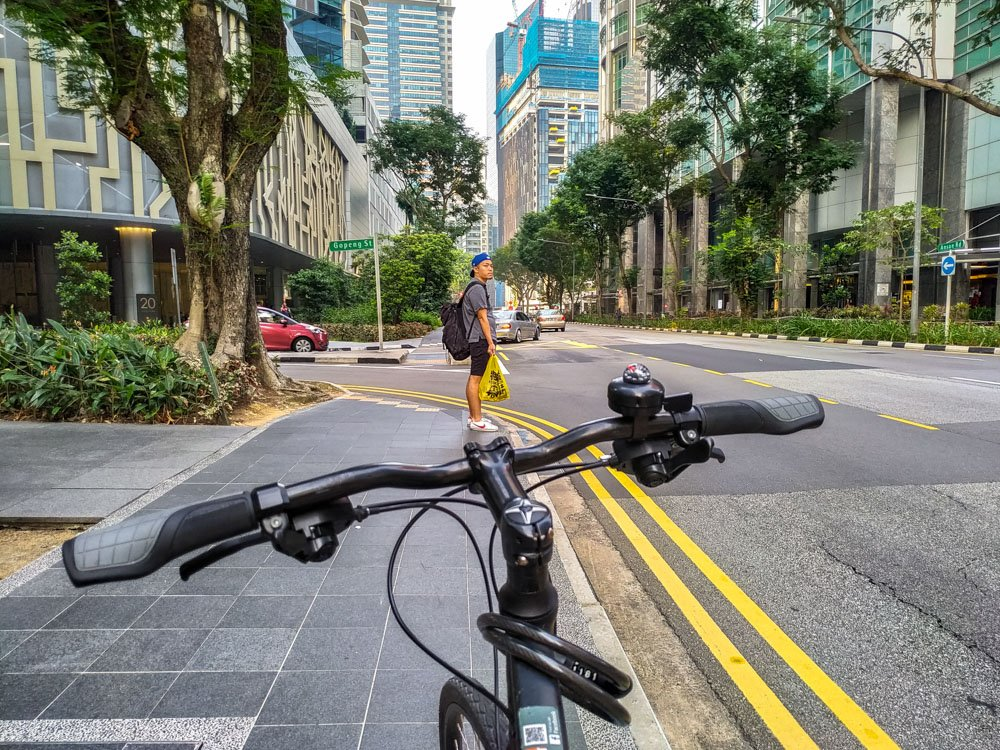 Rent a bicycle in Singapore and cycling