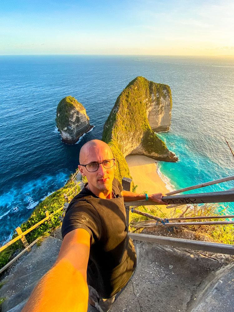 Going down to the Kelingking beach, Nusa penida
