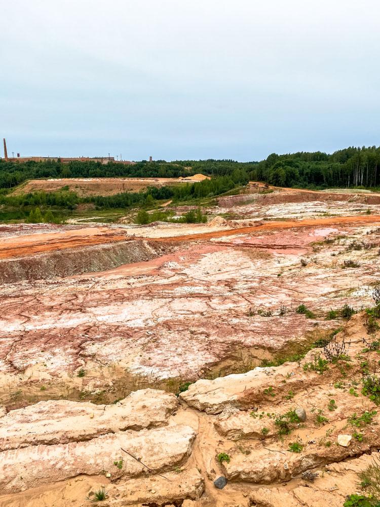 Lode clay deposit