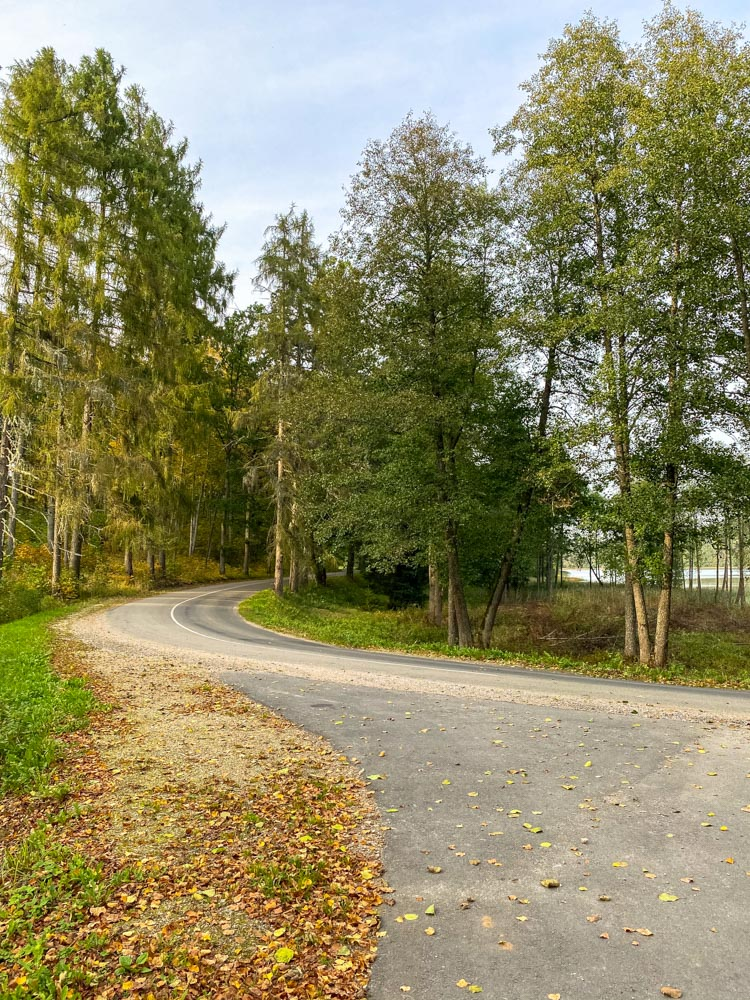 Country road in Raiskums area