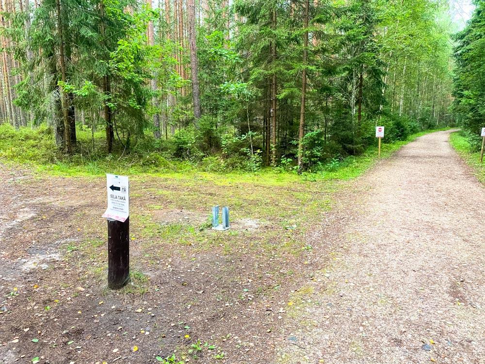 Road to Kemeri bog walking trail