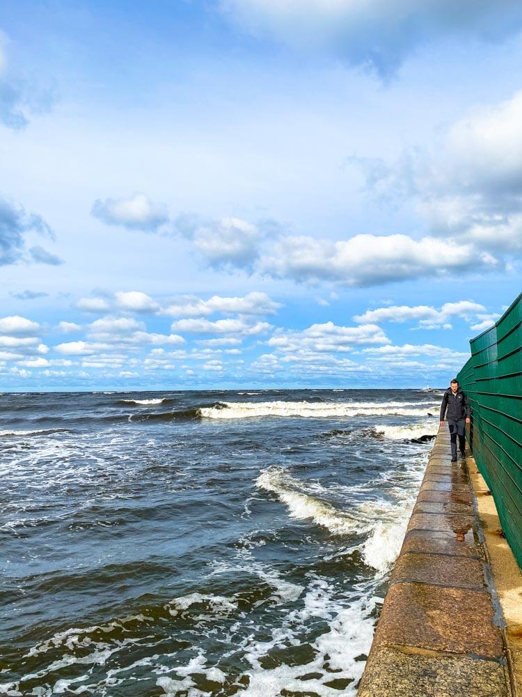 Walking to Bolderaja pier, Riga