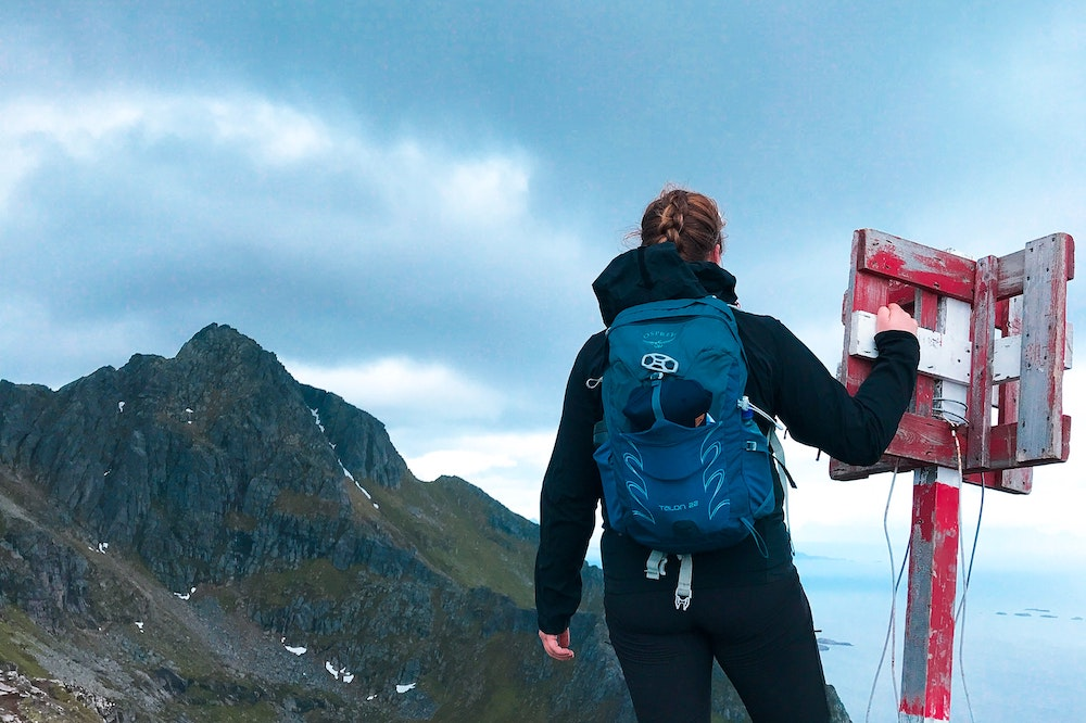 Woman with an Osprey backpack hiking - Best women's daypack for hiking