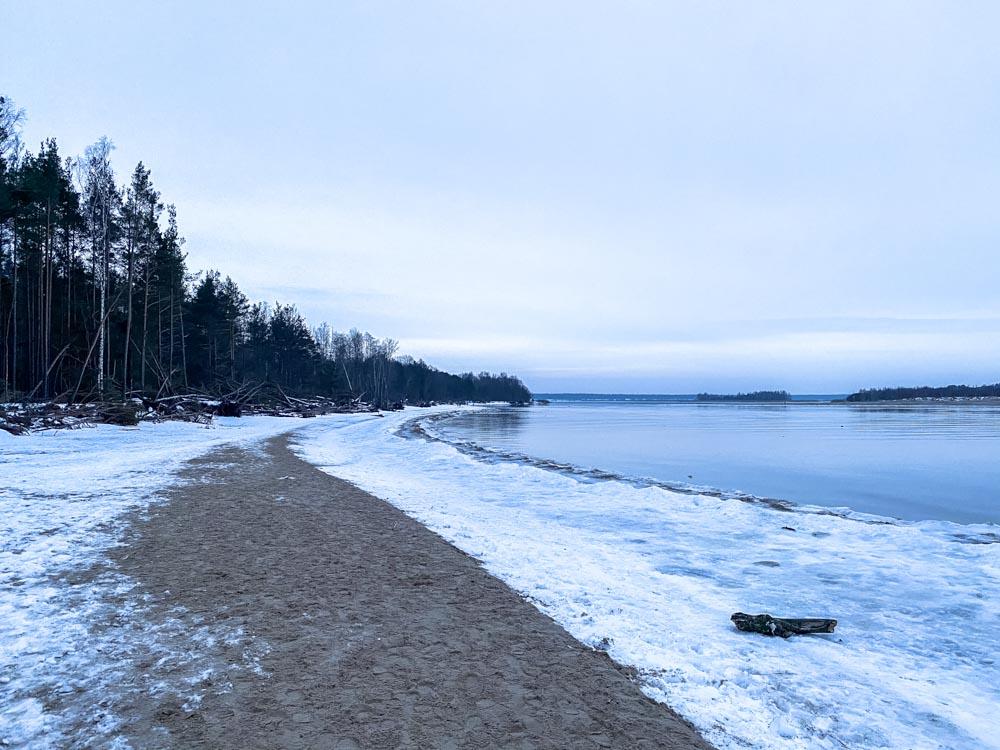 Sand, ice and snow on Daugavgriva beach