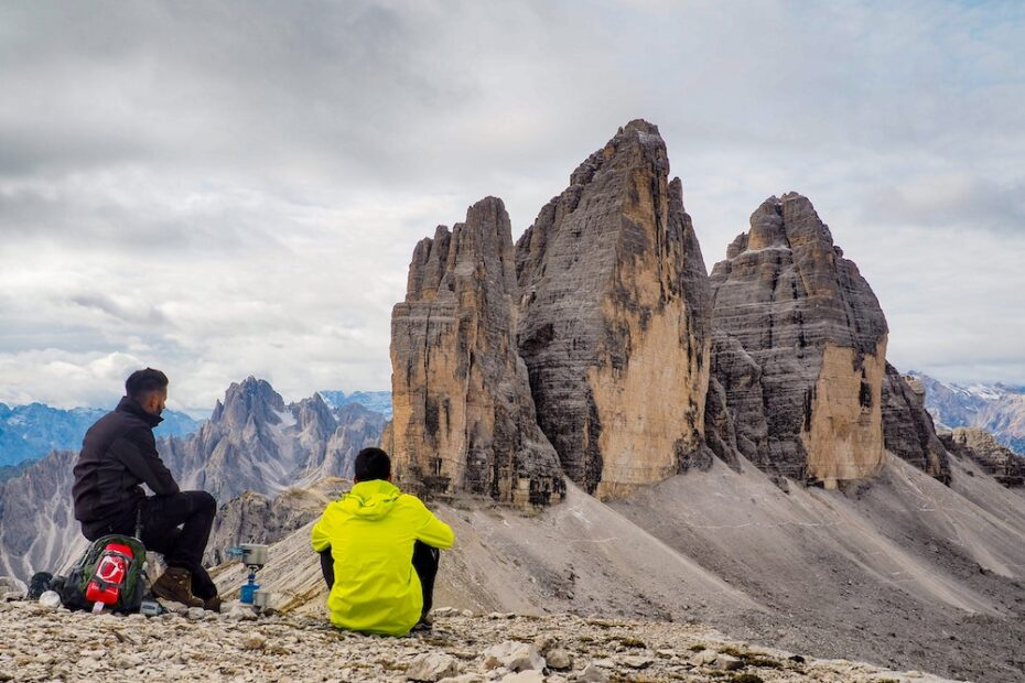 Men hiking sitting on a cliff